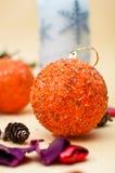 Oranje snuisterij met Kerstmisachtergrond Royalty-vrije Stock Foto
