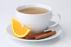 Oranje thee met kaneel stock foto