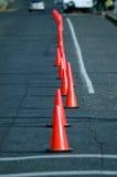 Oranje verkeerskegels in weg Royalty-vrije Stock Afbeelding