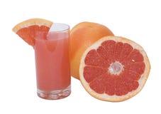 Oranje versheidsgrapefruit met sap Royalty-vrije Stock Foto's