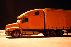 Oranje vrachtwagen Stock Foto's