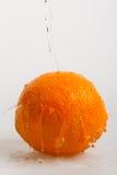 Oranje vruchten en Bespattend water Stock Afbeelding