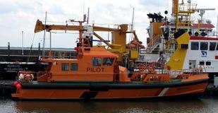 Oranje werkende boot royalty-vrije stock fotografie
