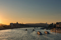 Oranje zonsondergang over de Donau, Boedapest Royalty-vrije Stock Afbeelding