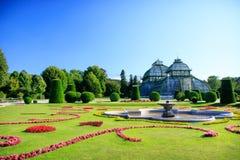 Oranjerie in het park in Wenen Stock Afbeelding