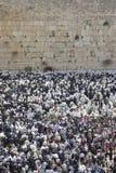 A oração perto da parede ocidental em Jerusalem Fotos de Stock Royalty Free