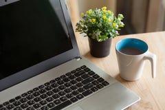 Orario di lavoro con una tazza di caffè Immagine Stock