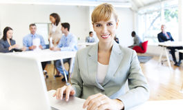 Orario di lavoro nell'ufficio Immagini Stock Libere da Diritti