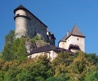 Orava-Schloss auf einem hohen Felsen, Slowakei lizenzfreie stockfotografie