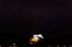 Orava-Schloss nachts Lizenzfreie Stockfotografie