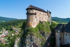 Orava-Schloss in Slowakei Schattenbild des kauernden Gesch?ftsmannes stockbilder