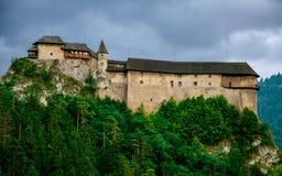 Orava slott i molnigt väder Royaltyfria Bilder
