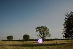 Orb i ett fält - ljus målning arkivfoton