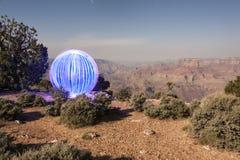 Orb som förbiser den Grand Canyon ljusmålningen royaltyfri foto