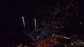 Orbite de bourdon avec mille lanternes 4k 60fps banque de vidéos