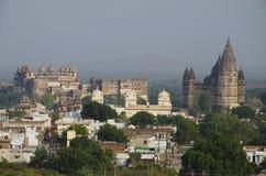 Orccha-Monumente Vom linken Orchha-Palast Ram Raja Temple und Chaturbhuj-Tempel Orchha, Madhya Pradesh stockfotos