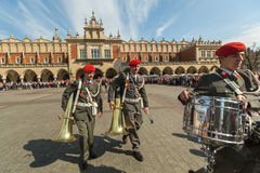 Orchestra militare sul quadrato principale durante la festa nazionale nazionale e del polacco dell'annuale il giorno di costituzi Immagini Stock Libere da Diritti