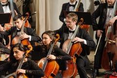 Orchestra sinfonica degli strumenti in scena Fotografia Stock Libera da Diritti