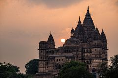 Orchha cityscape, hindu Chaturbhuj temple. Also spelled Orcha, famous travel destination in Madhya Pradesh, India. Orchha cityscape, hindu Chaturbhuj temple Stock Photos