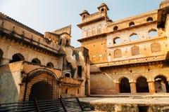 Orchha-Fort Raja Mahal, alte Ruinen in Indien Lizenzfreie Stockfotos