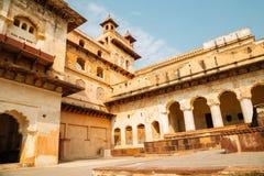 Orchha-Fort Raja Mahal, alte Ruinen in Indien Stockbild