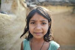 Orchha, Inde, le 28 novembre 2017 : Sourire de jeune fille Photo libre de droits