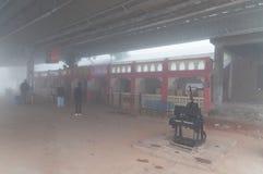 Orchha stacja kolejowa w gęstej ranek mgle Obrazy Royalty Free