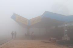 Orchha stacja kolejowa w gęstej ranek mgle Obraz Stock