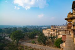 Orchhapaleis, Madhya Pradesh Ook gespelde Orcha, beroemde reisbestemming in India Brede hoek Stock Afbeelding