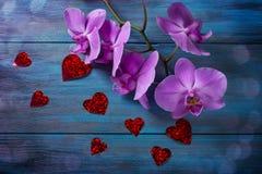 Orchidée et coeurs pourpres Images stock