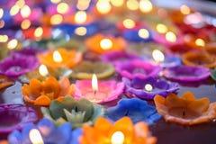 Orchideekaars met lichte vlotter op het water royalty-vrije stock afbeelding
