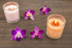 Orchidei świeczki i kwiaty obraz royalty free