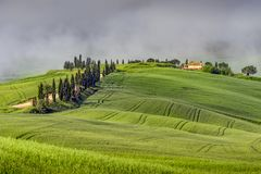 ` ORCIA, TUSCANY/ITALY DE VAL D - 22 MAI : Paysage de ` Orcia de Val d dedans image libre de droits