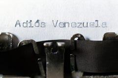 Ord'AdiosVenezuela 'farväl Venezuela som skrivas på skrivmaskinen arkivbild