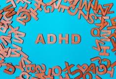 Ord ADHD från träbokstäver arkivbild