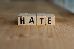 Ord av HAT som stavas med färgrika träalfabetkvarter royaltyfria bilder