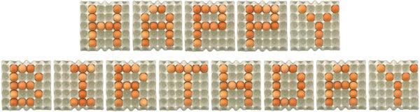 Ord för LYCKLIG FÖDELSEDAG från ägg i pappers- magasin Arkivfoton