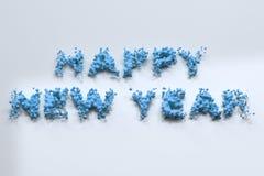 Ord för lyckligt nytt år för flytande blåa med droppar på vit bakgrund Arkivfoton