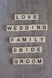 Ord förbindelse till familjen bildade med plast- bokstäver Royaltyfri Bild