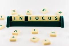 Ord i fokus i behållare Arkivbild