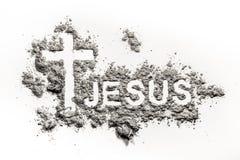 Ord Jesus och kristenkors eller kors som göras i aska fotografering för bildbyråer