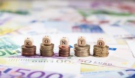 Ord Konto på myntbuntar, kontant bakgrund Royaltyfria Bilder
