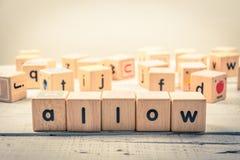 Ord` låter ` wood kubik på trät arkivfoton