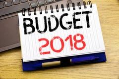 Ord som skriver budgeten 2018 Affärsidé för hushållet som budgeterar att planera för redovisning som är skriftligt på antecknings Royaltyfri Fotografi