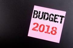 Ord som skriver budgeten 2018 Affärsidé för hushållet som budgeterar att planera för redovisning som är skriftligt på den klibbig Royaltyfria Bilder