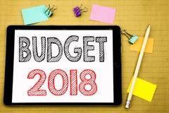 Ord som skriver budgeten 2018 Affärsidé för hushållet som budgeterar att planera för redovisning som är skriftligt på minnestavla Fotografering för Bildbyråer