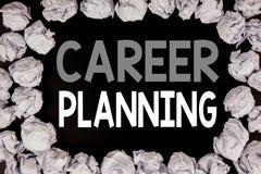 Ord som skriver karriärplanläggning Affärsidé för affärstillväxtmålet som ställer in som är skriftligt på svart bakgrund med kopi Arkivfoto