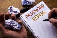 Ord som skriver lösenord 123456 Begrepp för säkerhetsinternet som är skriftlig på papper för anteckningsboknotepadanmärkning på t royaltyfri fotografi