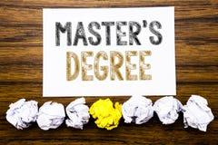 Ord som skriver ledar- s-grad Begrepp för akademisk utbildning som är skriftlig på den klibbiga påminnelsen för anmärkningspapper arkivbild