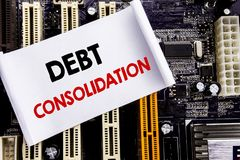 Ord som skriver skuldbefästning Affärsidé för pengarlånkreditering som är skriftlig på den klibbiga anmärkningen, bakgrund för hu fotografering för bildbyråer
